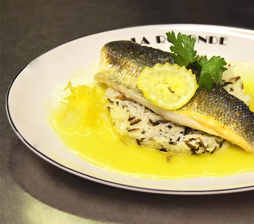 """La Rotonde Montparnasse - Filet de Bar """"Corse"""" au citron confit, riz sauvage"""